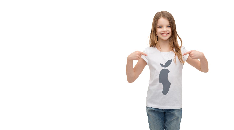 pige-med-tshirt