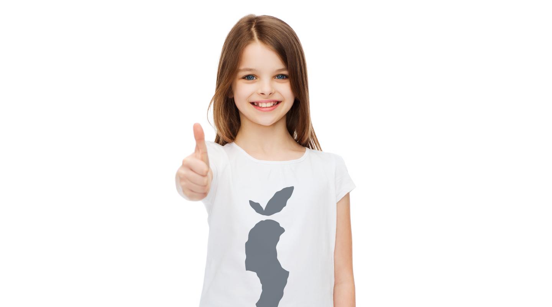 pige-med-t-shirt
